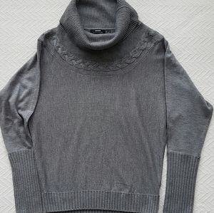 2/$30 Guess cable knit sweater sz S